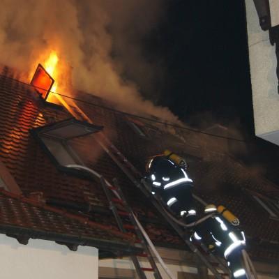 Beim Öffnen des Daches schlugen die Flammen aus dem Dachstuhl